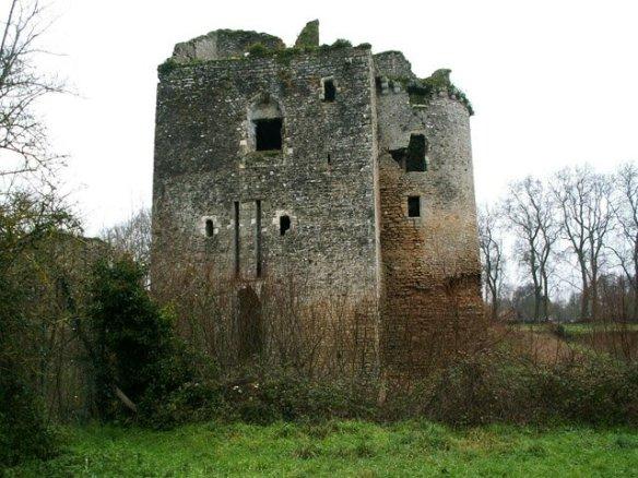 Castelul Machecoul, castelui groazei, unde Gilles de Rais îşi chinuia victimele FOTO trekearth